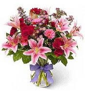 Vazo içerisinde karışık mevsim çiçeği  Yozgat çiçek siparişi sitesi