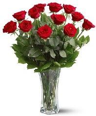 11 adet kırmızı gül vazoda  Yozgat internetten çiçek siparişi