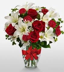 Eşsiz vazo tanzimi güller kazablankalar  Yozgat online çiçek gönderme sipariş