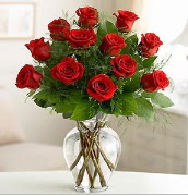 Vazo içerisinde 12 kırmızı gül  Yozgat çiçek satışı