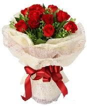 12 adet kırmızı gül buketi  Yozgat anneler günü çiçek yolla
