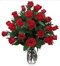 Yozgat çiçek siparişi sitesi  24 adet kırmızı gülden vazo tanzimi