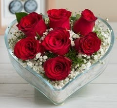 Kalp içerisinde 7 adet kırmızı gül  Yozgat çiçek gönderme sitemiz güvenlidir