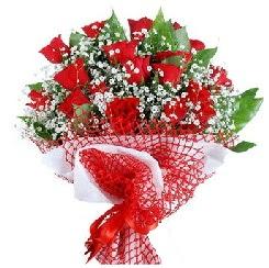 11 kırmızı gülden buket  Yozgat 14 şubat sevgililer günü çiçek