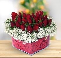 15 kırmızı gülden kalp mika çiçeği  Yozgat çiçek satışı