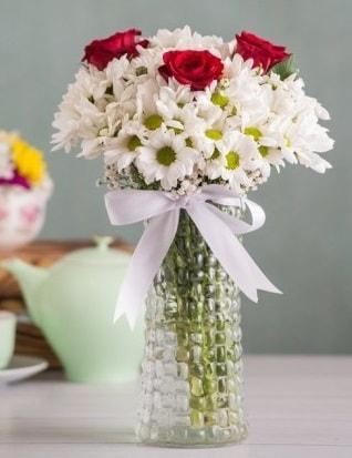 Papatya Ve Güllerin Uyumu camda  Yozgat çiçek gönderme sitemiz güvenlidir