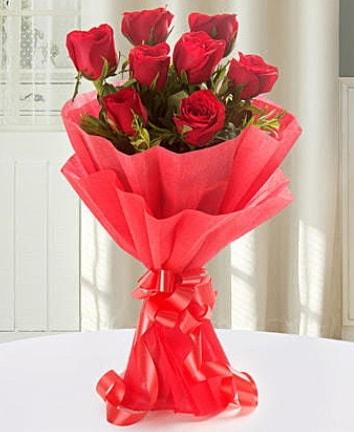 9 adet kırmızı gülden modern buket  Yozgat İnternetten çiçek siparişi