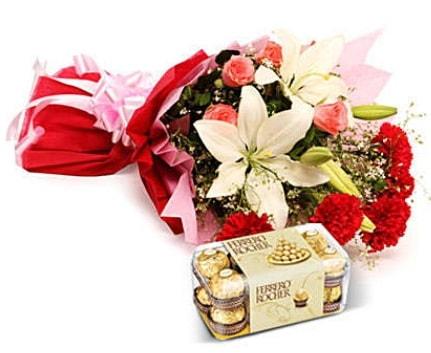 Karışık buket ve kutu çikolata  Yozgat çiçek , çiçekçi , çiçekçilik