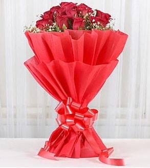 12 adet kırmızı gül buketi  Yozgat hediye çiçek yolla